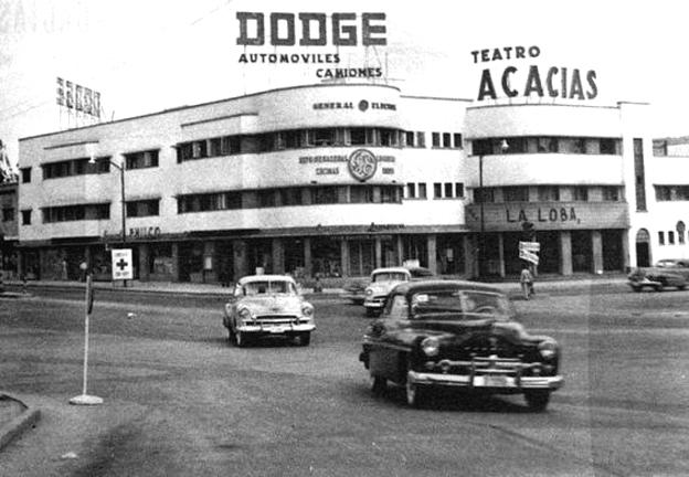 El Teatro Las Acacias, en la esquina del mismo nombre, en Sábana Grande, fue el gran atractivo de gran atractivo en 1950 para los caraqueños