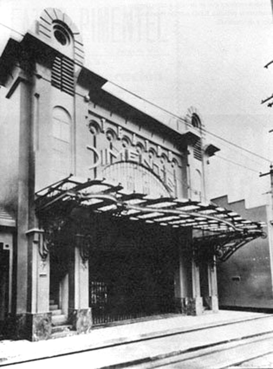 """El Teatro Pimentel aperturo en 1930, a la muerte del General Gómez fue saqueado, después abrio de nuevo en 1936 con el nombre de Teatro Coliseo. En 1954 fue demolido. Estaba ubicado entre las esquinas Díaz a Peinero. Imagen y datos tomados del libro """"Los cines de Caracas en el tiempo de los cines"""" de Nicolás Sidorkov´s, 1994"""