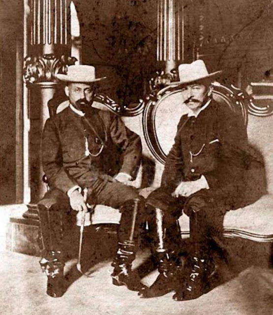 Cipriano Castro sentado junto a su compadre Juan Vicente Gómez